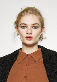 Glamorous - BUTTON THROUGH DRESS - Robe longue - rust - 4