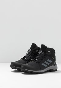 adidas Performance - TERREX MID GTX UNISEX - Chaussures de marche - core black/grey three - 2