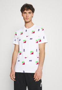 Nike Sportswear - TEE BRANDRIFF - T-shirt med print - white - 0