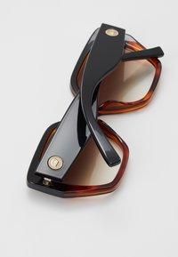 Le Specs - SO FETCH - Zonnebril - black/tort - 2