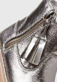 Next - TAN TASSEL  - Babyschoenen - silver - 4