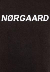 Mads Nørgaard - PRINTED TEE THORLINO - Camiseta estampada - licorice - 2
