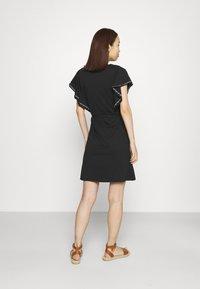 Vila - VIOPPA TIE BELT DRESS - Robe en jersey - black - 2