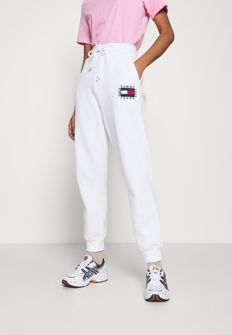Tommy Jeans - BOX FLAG PANT - Tracksuit bottoms - white
