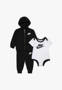 Nike Sportswear - SOLID FUTURA PANT SET BABY - Hoodie met rits - black - 4