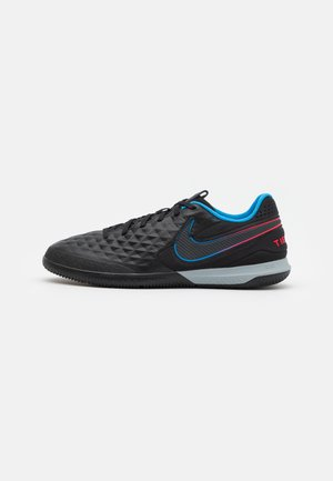REACT TIEMPO LEGEND 8 PRO IC - Chaussures de foot en salle - black/siren red/light photo blue
