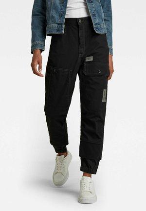 BOYFRIEND TAPERED CARGO - Cargo trousers - dk black