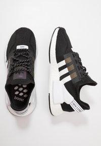 adidas Originals - NMD_R1.V2 - Matalavartiset tennarit - core black/footwear white - 1