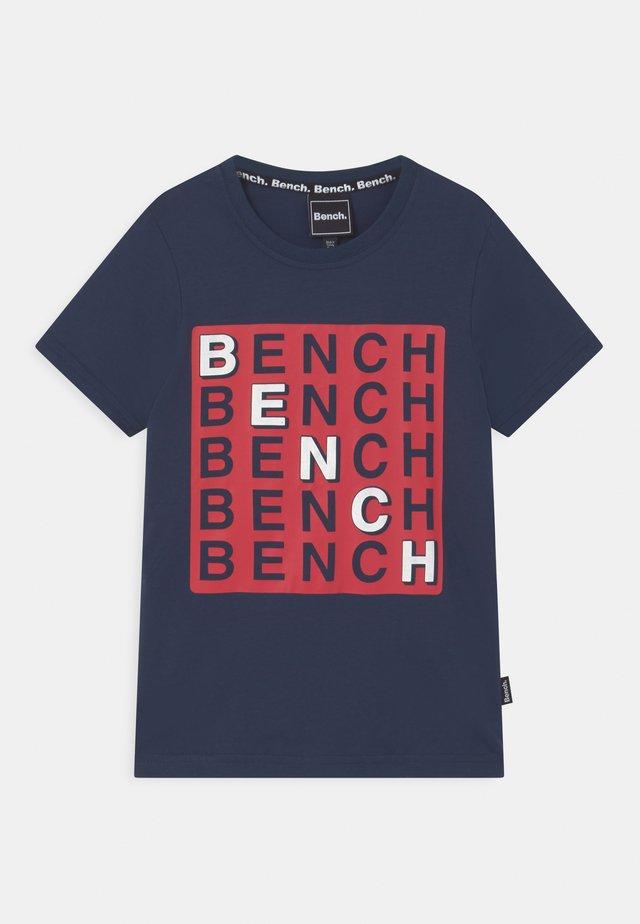 CHECK - T-shirts med print - navy