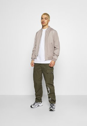 PANTS UNISEX - Pantalones cargo - khaki
