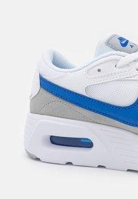 Nike Sportswear - AIR MAX UNISEX - Zapatillas - white/game royal/wolf grey - 5