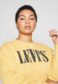 Levi's® Plus - GRAPHIC MADISON CREW - Collegepaita - ochre - 3