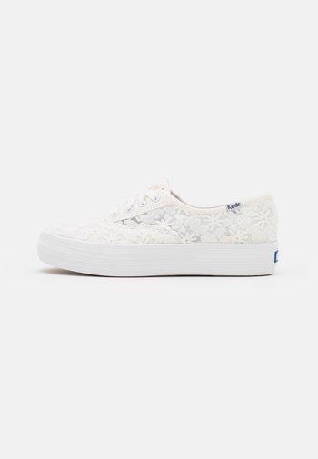 TRIPLE FLORAL - Sneakersy niskie - snow white