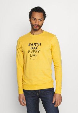 EARTHDAY EVERYDAY TEXT CREW NECK - Felpa - honey gold