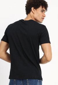 Diesel - UMLT-JAKE T-SHIRT - Camiseta estampada - black - 2