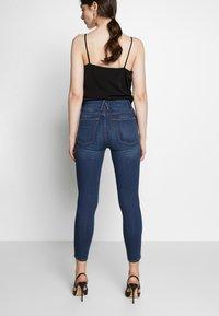 Good American - GOOD WAIST CROP - Jeans Skinny Fit - blue denim - 2