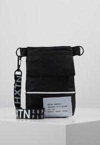 HXTN Supply - PRIME SHOULDER POUCH - Across body bag - black - 0