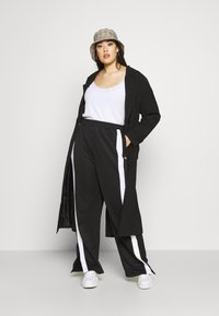 Fila Plus - SAMAH TRACK PANT - Verryttelyhousut - black/bright white - 1