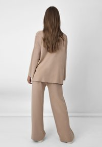 Ro&Zo - Spodnie materiałowe - camel - 1