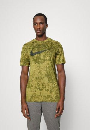 TEE - T-shirt con stampa - coriander