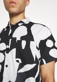 Obey Clothing - FRUIT STAND WOVEN - Shirt - black/multi - 7