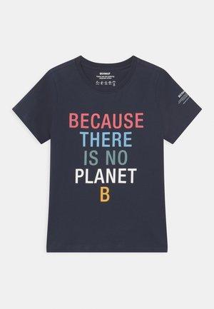 BECAUSE UNISEX - Print T-shirt - midnight navy