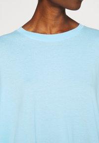 Weekday - HUGE - Basic T-shirt - light blue - 5