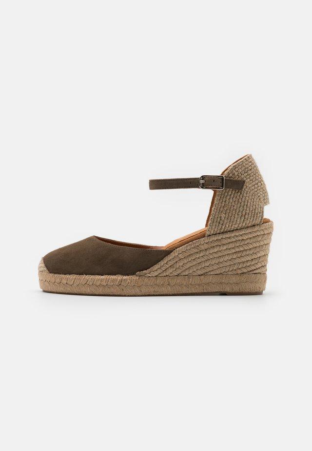 CACERES - Sandały na platformie - salvia