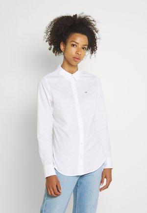 SLIM FIT OXFORD SHIRT - Button-down blouse - white