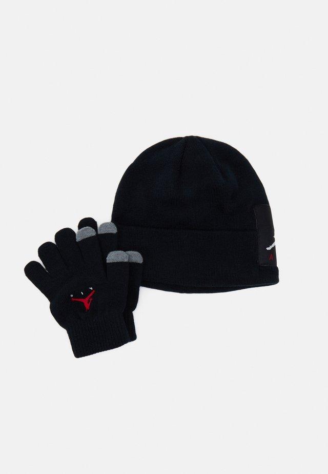 OFFSET PATCH BEANIE SET UNISEX - Gloves - black