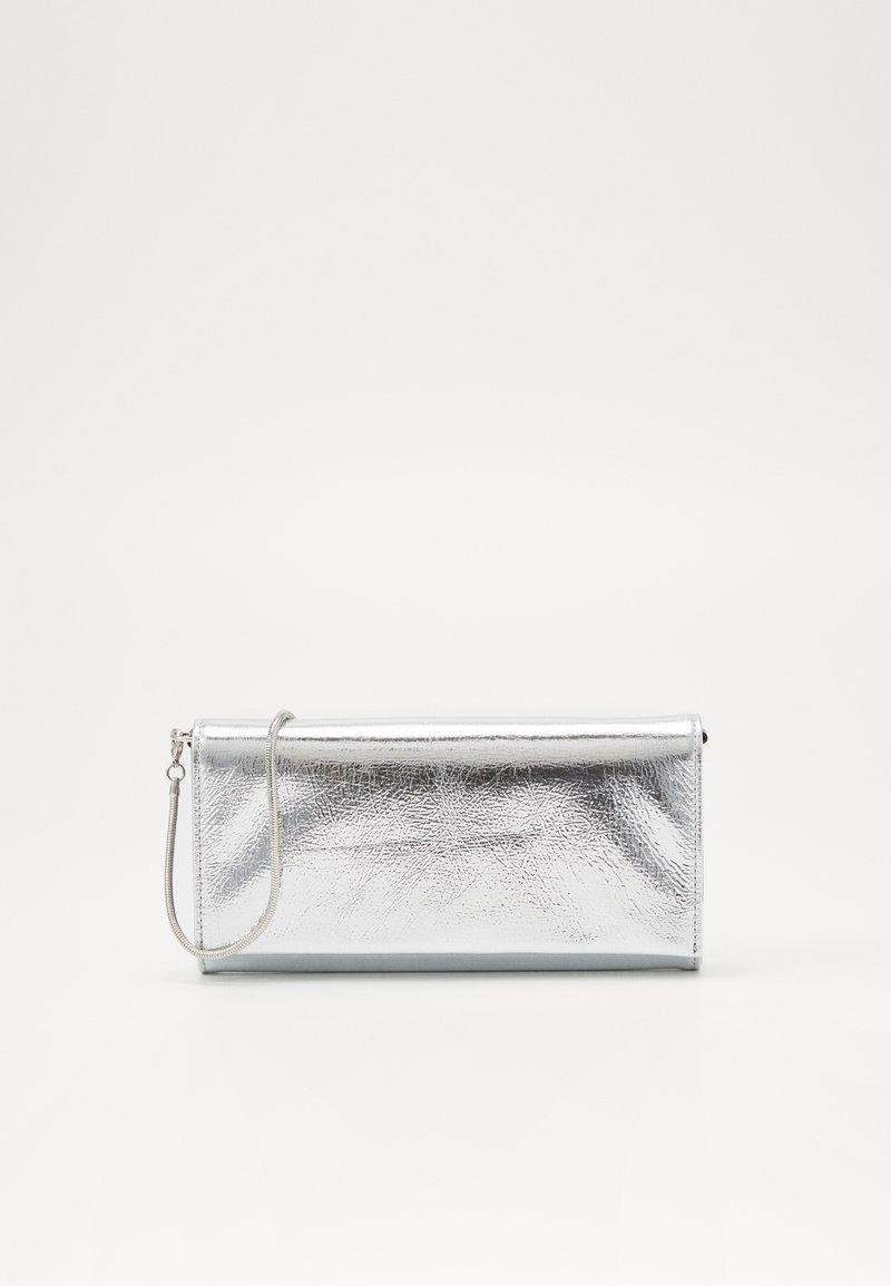 MM6 Maison Margiela - Portfel - metallic silver