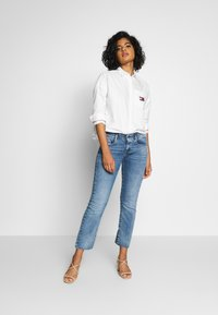 Tommy Jeans - BADGE - Button-down blouse - white - 1