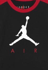 Jordan - AIR TRANSITIONAL SET UNISEX - T-shirt imprimé - black - 3