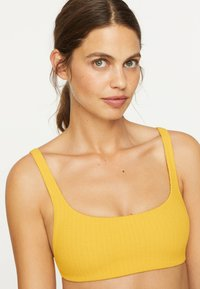 OYSHO - Bikiniöverdel - yellow - 3