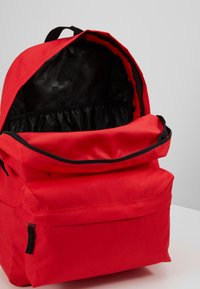 Vans - REALM BACKPACK - Reppu - poppy red - 4