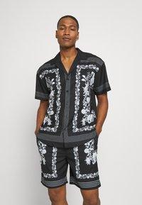 Mennace - BORDER REVERE SHIRT - Shirt - black - 0