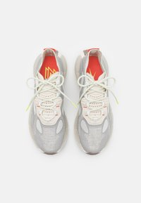 Reebok Classic - KINETICA CONCEPT - Sneakersy niskie - fog/grey/orange - 3