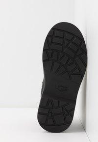 UGG - BOLDEN - Korte laarzen - black - 4