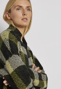TOM TAILOR - Cardigan - black yellow check knitted - 4
