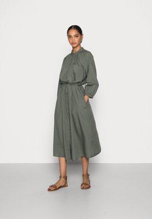 DRESS FEMININE SLEEVE MIDI LENGTH - Marškininė suknelė - olive garden