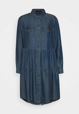 HAMPTONS WEEKEND DRESS - Sukienka jeansowa - hip indigo