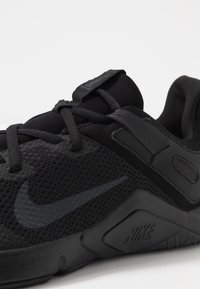 Nike Performance - LEGEND ESSENTIAL - Obuwie treningowe - black/white - 5