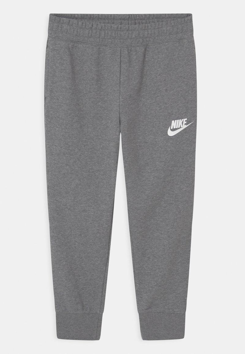 Nike Sportswear - PLUS CLUB - Teplákové kalhoty - carbon heather/white