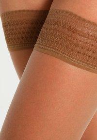 Hudson - 8 DEN LIGHT 8 - Over-the-knee socks - make up - 1