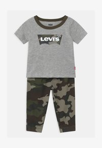 Levi's® - SET - Trousers - khaki/grey - 0