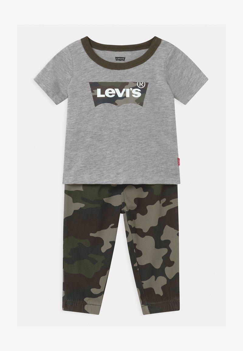 Levi's® - SET - Trousers - khaki/grey