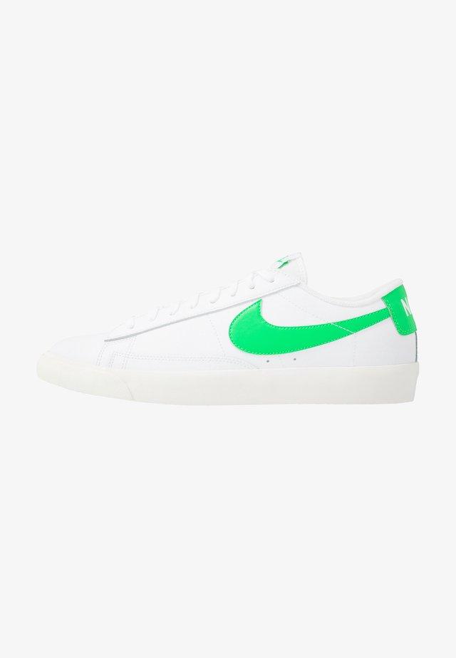 BLAZER - Baskets basses - white/green spark/sail