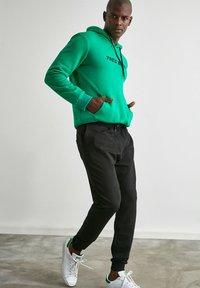 Trendyol - Pantalon de survêtement - black - 3
