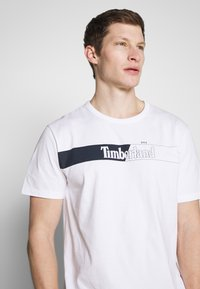 Timberland - KENNEBEC RIVER HORIZONTAL GRAPHIC TEE - Print T-shirt - white - 3