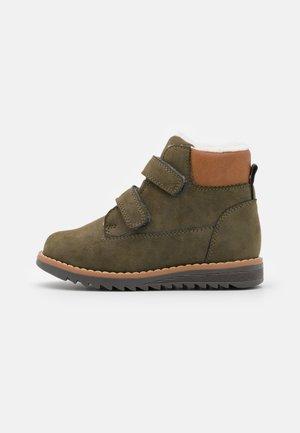 Kotníkové boty - khaki